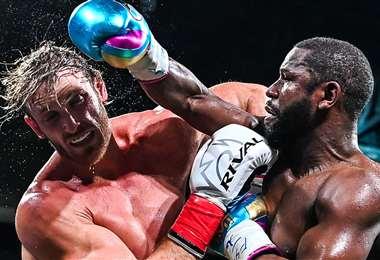 Mayweather y Logan Paul recibieron millonarias cifras de dinero por su pelea. Foto: AFP