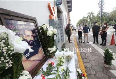Familiares, colegas y amigos llegan a Café Lorca para despedir a Ubaldo Nállar