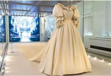 Así luce el traje de novia de Diana en el palacio Kensington