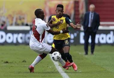 Ecuador y Perú se enfrentan en Quito por las Eliminatorias. Foto: AFP