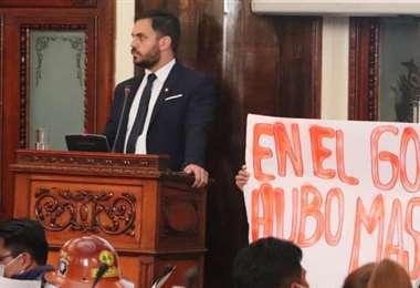 El ministro de Gobierno en el atril de la Asamblea (Foto: Cámara de Senadores)