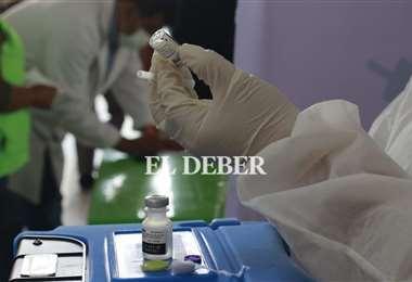 Foto archivo El Deber: solo hay 90.000 segundas dosis para todo el departamento.