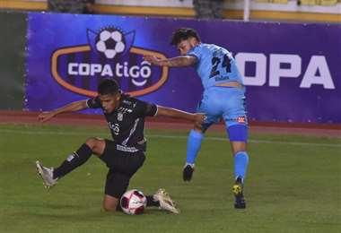 Real Santa Cruz empató el domingo en La Paz ante Bolívar (1-1). Foto. APG