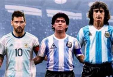 Messi , Maradona y Kempes. Tres figuras de la selección argentina de distintas épocas.