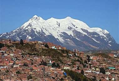 Nevado del Illimani, uno de los símbolos más importante de la Ciudad Maravilla