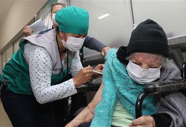 Desde este jueves se vacuna segundas dosis de Sputnik V. Foto. Juan Carlos Torrejón