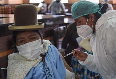Vacunación en La Paz I AMN.
