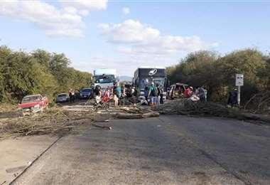Los guaraníes decidieron bloquear indefinidamente la vía desde el jueves
