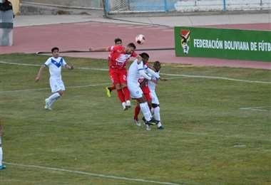 San José y Real Tomayapo se enfrentan en Oruro. Foto: APG