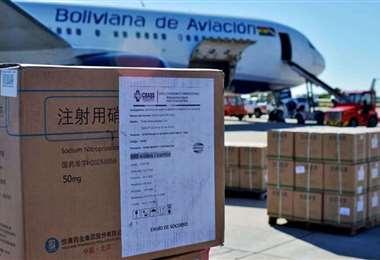 Foto archivo El Deber: las dosis llegaron en una vuelo de BoA procedente de China.