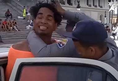 Uno de los líderes de las protestas en Cuba sigue detenido