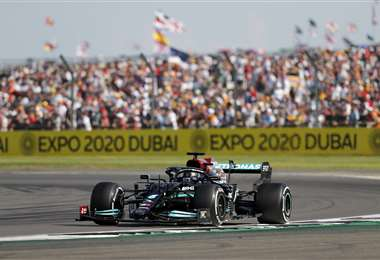 Lewis Hamilton ganó en casa. Verstappen abandonó. Foto: AFP