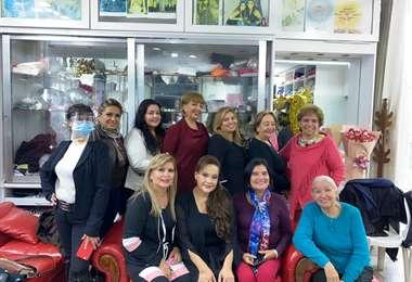 Algunas de las asistentes al agasajo a la diseñadora de modas