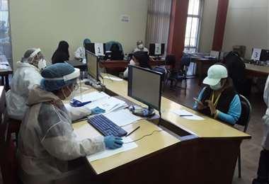 Mucha gente en la vacunación de La Paz este domingo