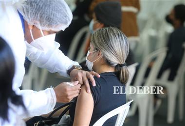 Este 1 de julio se comenzó a vacunar a mayores de 18 años. Foto. Fuad Landívar