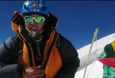 Hugo Ayaviri en lo más alto de la montaña Broad Peak. Foto: Internet