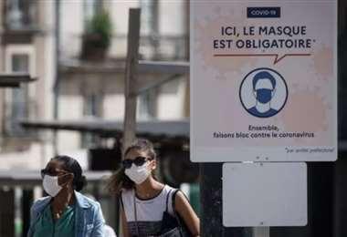 Diputados franceses reciben amenazas por su apoyo a medidas anticovid. Foto: AFP