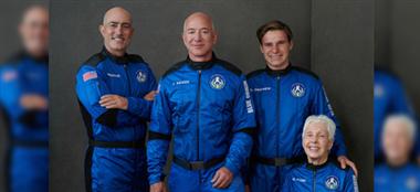Jeff Bezos encabezó la lista de los cuatro viajeros espaciales. Foto: CNN
