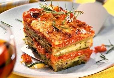 Lasaña verde con salsa