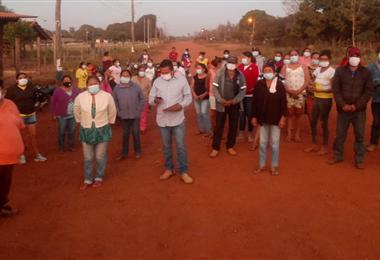 Pobladores de Ascensión de la Frontera divididos por la Subalcaldía. Foto. Juan Cahuana