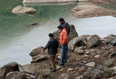 Los concejales de Bermejo constataron la emanación de crudo (Foto: Daniel Condori)