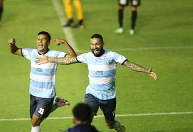 El festejo de Rafinha y Luján. La academia está derrotando al Tigre. Foto: JC Torrejón
