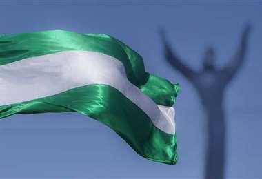 Convocan a sumarse a la iniciativa de flamear la bandera