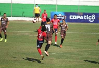 Guabirá y Wilstermann se enfrentan en Montero. Foto: APG