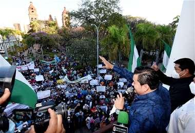 Jhonny Fernández festeja la aprobación de la ley del bono escolar