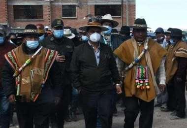 El Gobernador de Oruro estuvo presente en el cantón Jarira