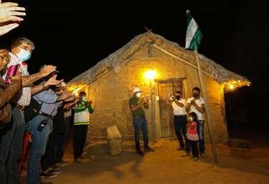 Camacho inauguró el nuevo sistema en la comunidad Santa Teresita (Foto: GADSC)