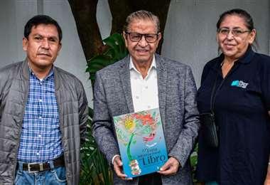 Mier Rivas con los ejecutivos de la Cámara Departamental del Libro
