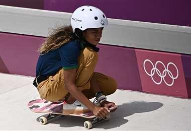 Rayssa Leal ganó este lunes medalla de plata para Brasil. Foto. AFP
