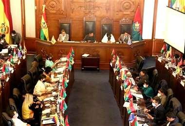 La cámara de Senadores de Bolivia le negó el homenaje a Valcárcel