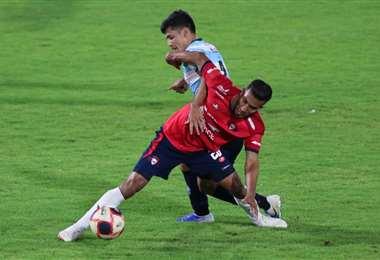 Wilstermann y Blooming se enfrentan en el Capriles. Foto: APG