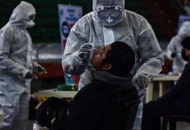 Foto archivo El Deber: Bolivia volvió a registrar menos de mil contagios por Covid.