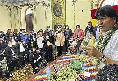 Morales se reunió con dirigentes cocaleros y sindicalistas en Lima