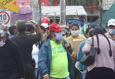 Foto archivo El Deber: por quinto día consecutivo no se superó los mil contagios.