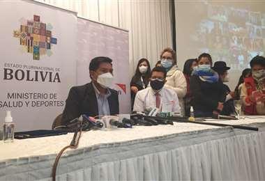 Ministro de Salud estudiará la intercambiabilidad de vacunas