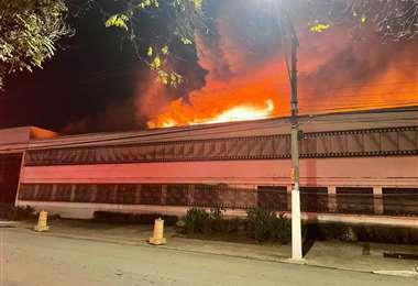 Cinemateca brasileña en llamas