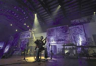 El guitarrista tendrá como escenario de su concierto el taller de su padre, donde estará r