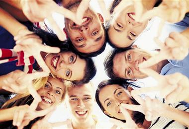 Las personas alegres muestran mayor fortaleza a la hora de hacerle frente a los problemas