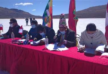 En Potosí se declararon en emergencia por la defensa del salar de Uyuni