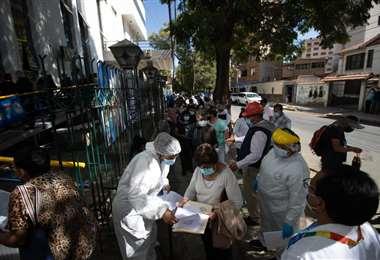 La gente asistió en masa a inmunizarse este domingo
