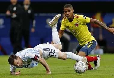 Argentina y Colombia protagonizaron un partido muy luchado. Foto: AFP