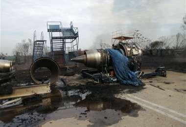 Las llamas iniciadas en los pastizales ingresaron al aeropuerto