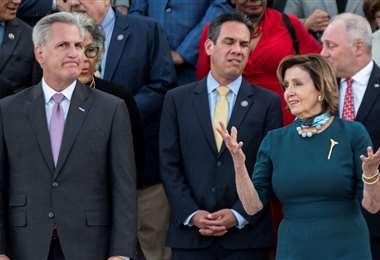 Kevin MacCarthy (izq.) y Nancy Pelosi en la Cámara de Representantes. (AFP)