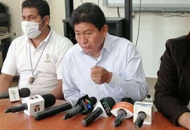 El ministro Edgar Montaño dio conferencia de prensa hoy en Santa Cruz