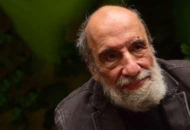 El mítico poeta y artista chileno Raúl Zurita participará hoy de manera virtual