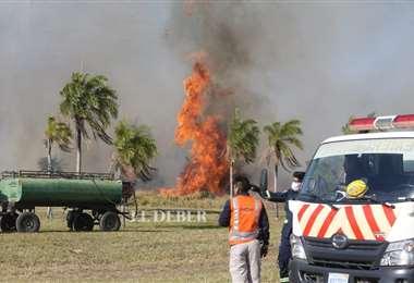 Autoridades identifica el inicio del fuego. Fotos: EL DEBER